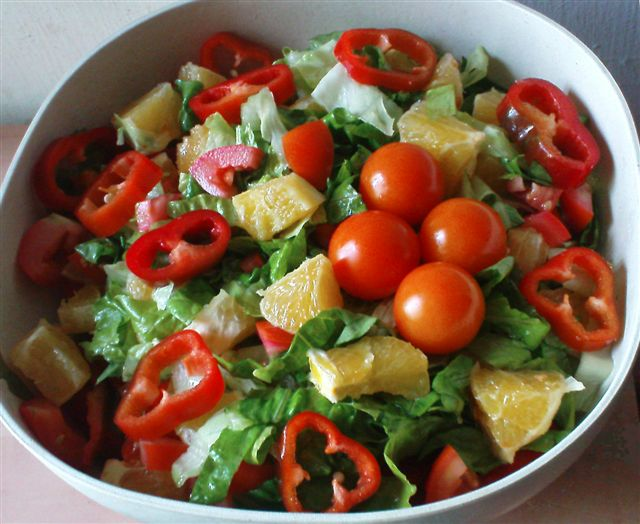 סלט תפוזים ועגבניות