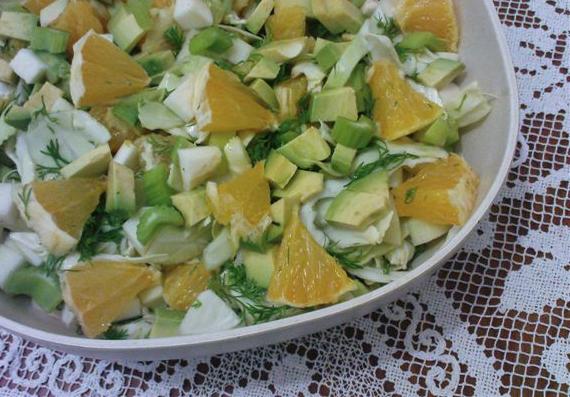 סלט כרוב, סלרי, תפוזים ואבוקדו