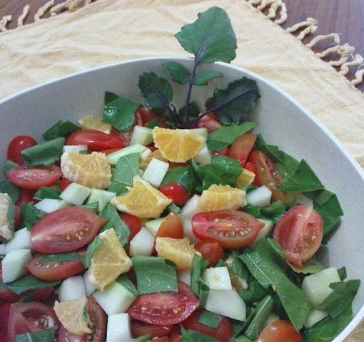 סלט חוביזה, תפוזים, קולרבי ועגבניות שרי